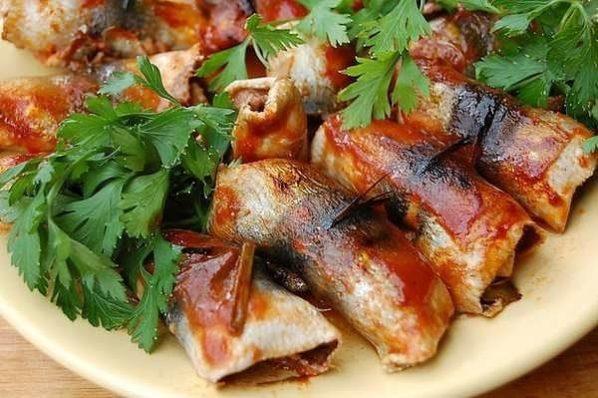 Салака жареная с томатной пастой