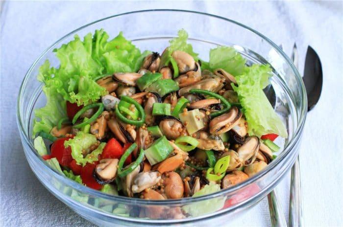 Салат из мидий с овощами