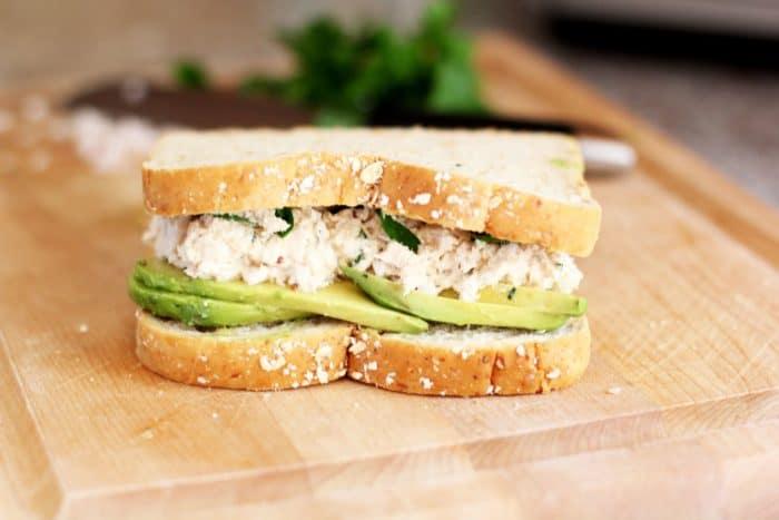 тунец и авокадо