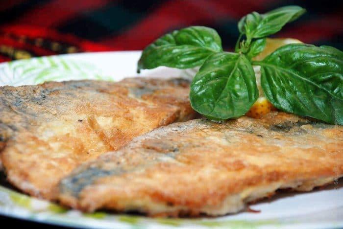 пеламида жареная на сковороде