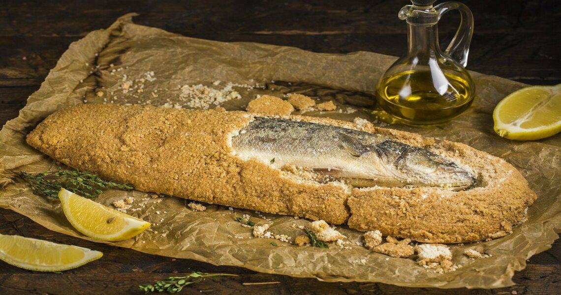 рыба в панцире из соли