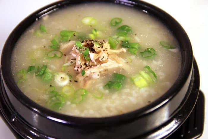 корейский суп с рисом и зеленью