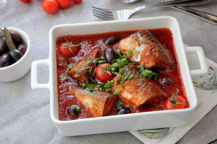 Под томатным соусом