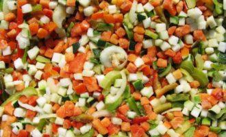 Готовить такое блюдо - одно удовольствие: минтай в духовке с овощами
