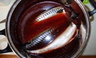 Как засолить скумбрию в чае и луковой кожуре