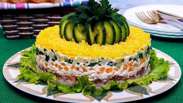 закусочный торт со скумбрией