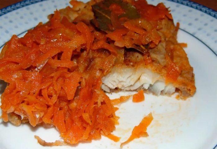 Под маринадом из моркови и лука