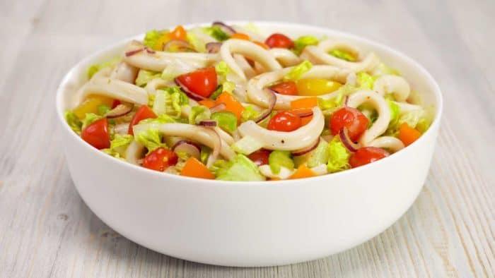 Салат с овощами и соевой заправкой