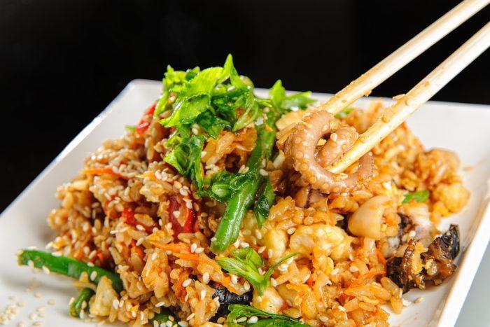Китайский жареный рис с морепродуктами