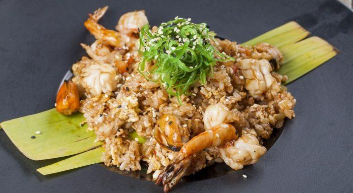 рис жаренный с морепродуктами