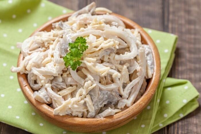 вкусный салат из кальмаров с домашним майонезом