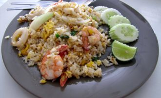 Жареный рис с креветками как в Таиланде