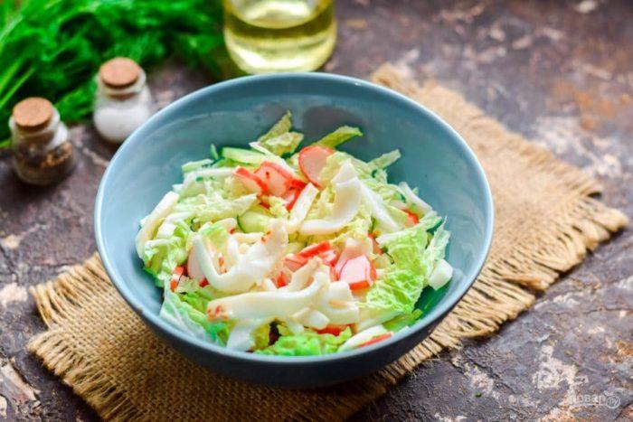 салат из кальмара с капустой