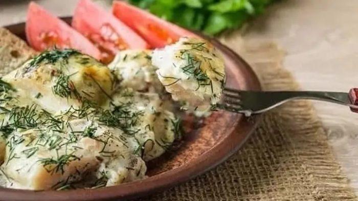 филе рыбы конгрио под соусом с грибами