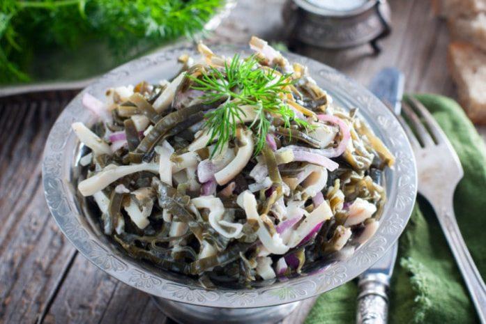салат с кальмаром и луком