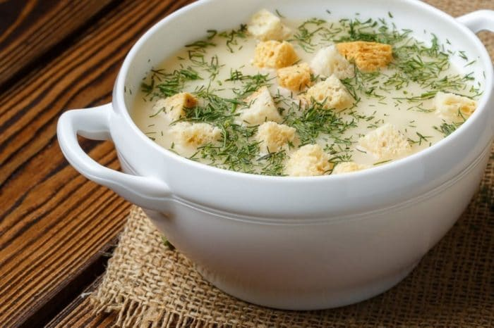 насыщеный суп с сухими гренками