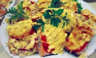горбуша с томатами и сыром
