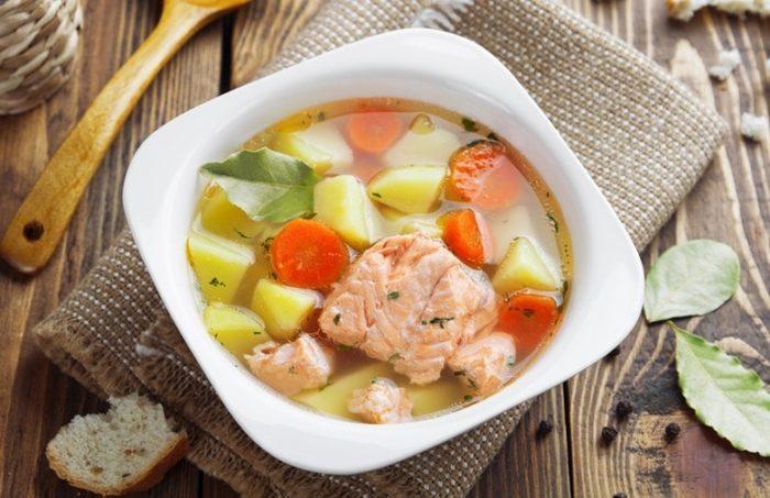 суп с добавлением красной рыбы