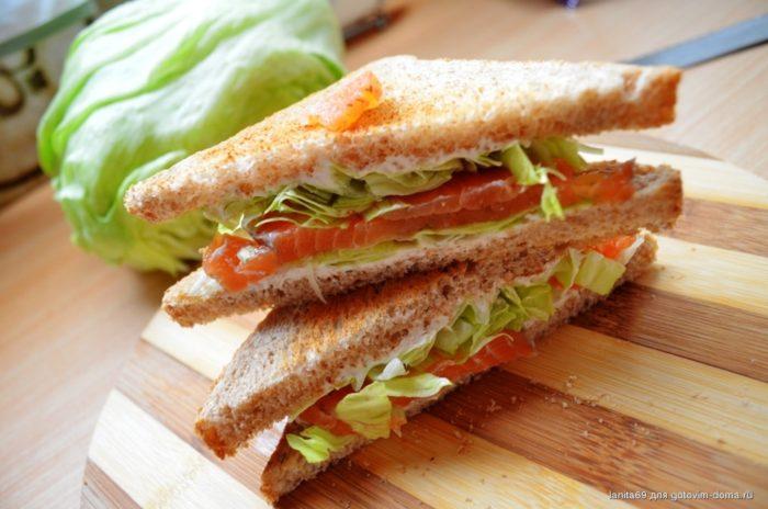 Сэндвич с брынзой и листьями салата