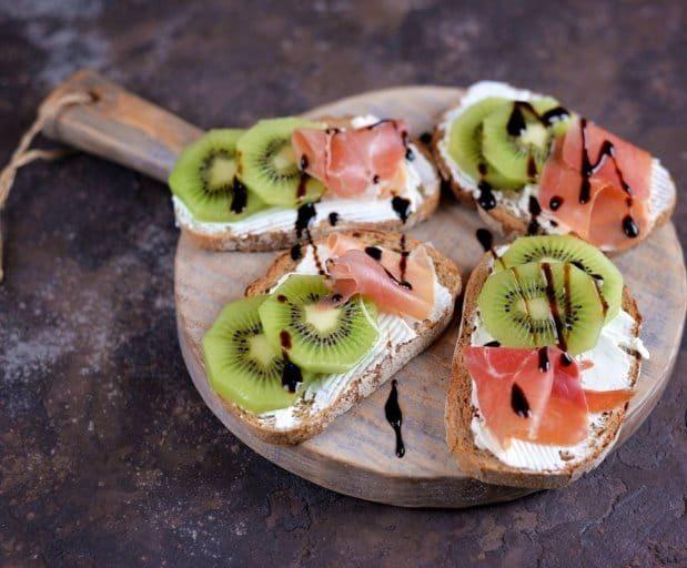 Зачётные закусочные бутерброды с красной рыбкой для шумной компании