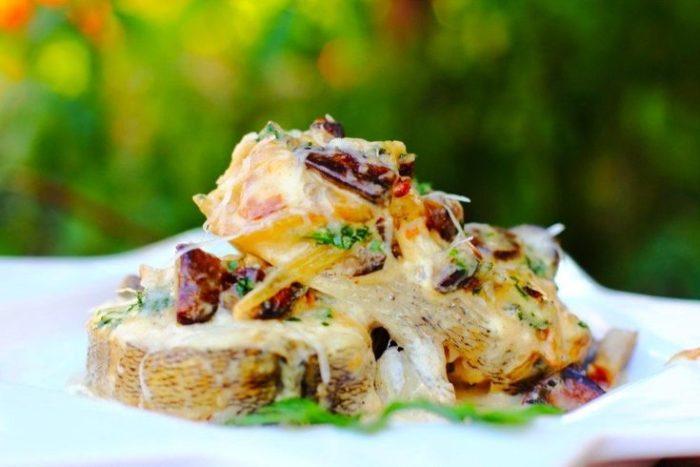 судак в сливочном соусе с грибами