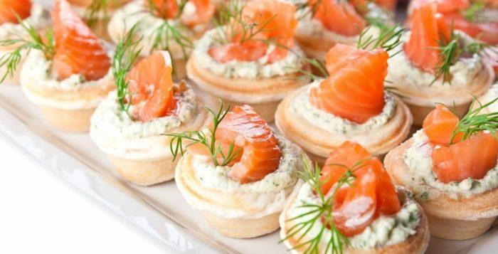 тарталетки с плавленным сыром и рыбой