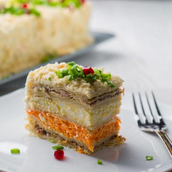 торт с рыбой и морсковью