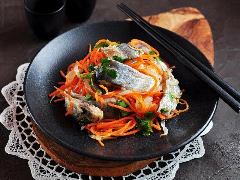 Рыбка по-корейски: 3 рецепта сытной закуски, которая вмиг исчезнет со стола