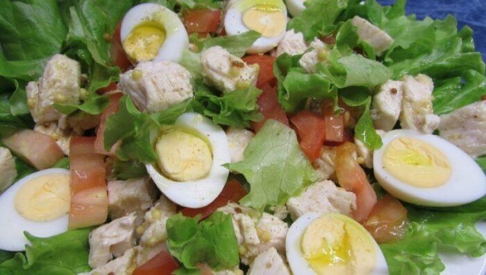 салат с перепелиным яйцом