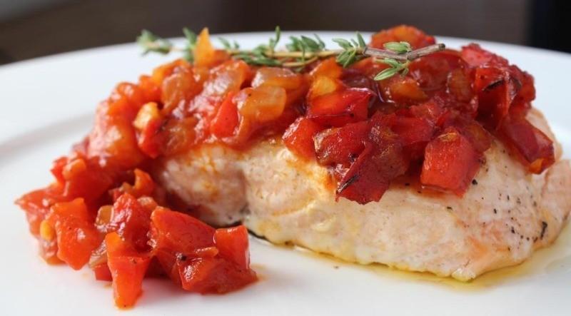 Лакомый кусочек: 3 отличных идеи, как запечь рыбу с овощами в духовке