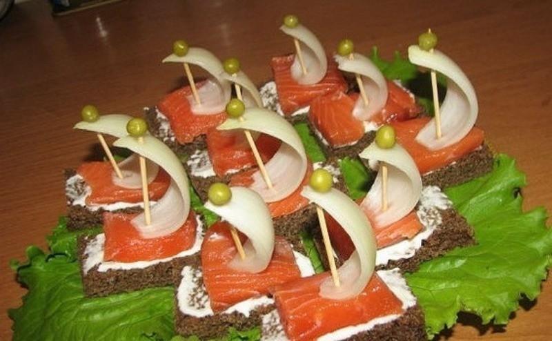 Канапе на шпажках с красной рыбой: 7 гениальных по простоте рецептов