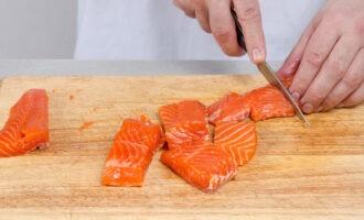 подготовка красной рыбы к посолу