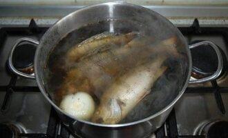 варка рыбы в на уху