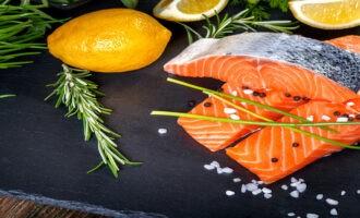 вариант сервировки соленого лосося