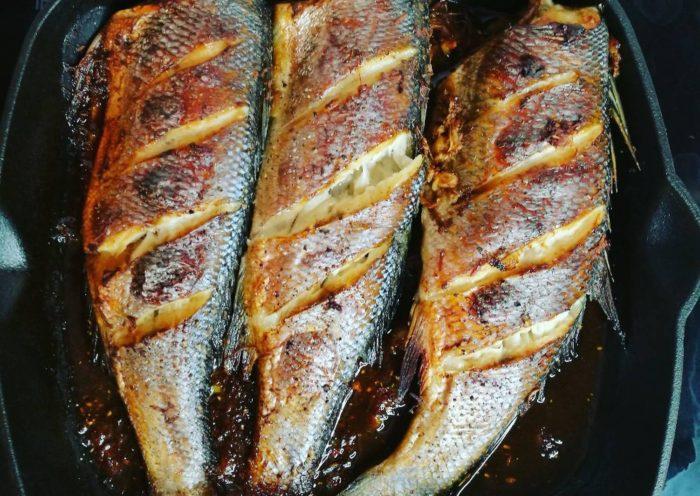 запеченная рыба с соусом и медом