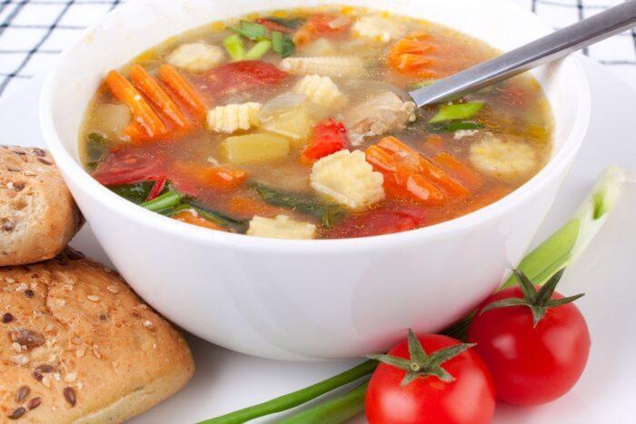 рыбный суп с томатами и сельдереем