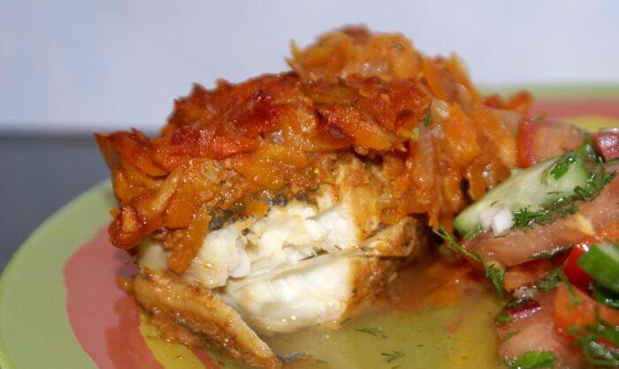 рыба тушеная в томате с морковью