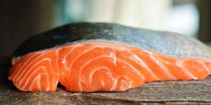 лосось имеет характерные белые прожилки