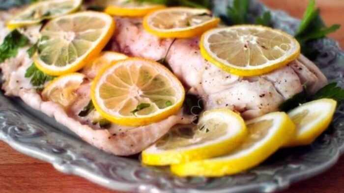 Филе лимонеллы на пару с лимоном