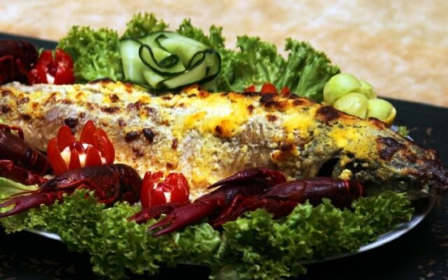 стерлядь под сыром с овощами