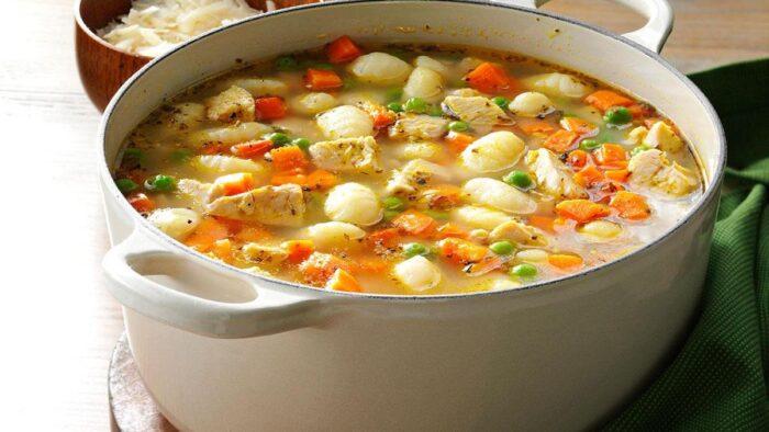 вкусный рыбный суп с клецками и яйцом