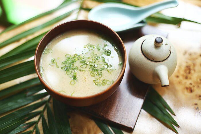 сырный суп с рыбой и свежей зеленью