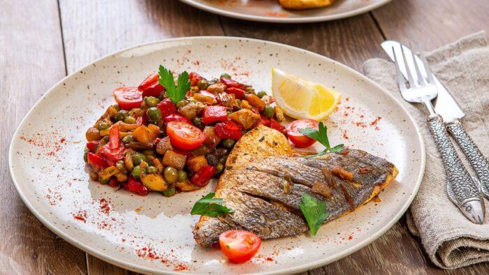 рыба с овощами и бобовыми