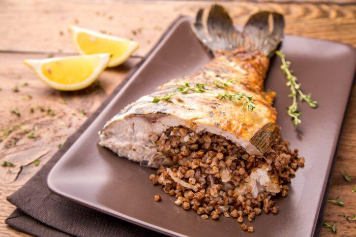 рыба с гречневой крупой