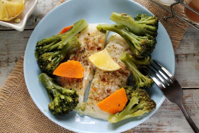 рыба запеченая с моркосью и броколли