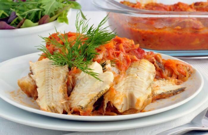 рыба в морковном соусе