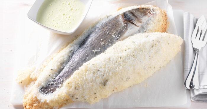 Сибас в панцире из пряной соли