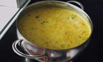 яркий рыбный суп с сыром