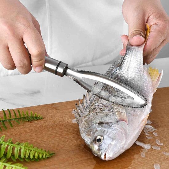 специальный нож для удаления чешуи с рыбы