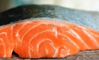 стейки чилийского лосося выглядят привлекательно
